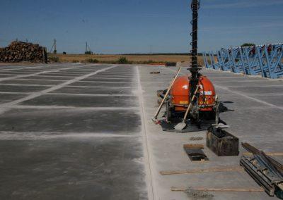 Atlikta kietėjančio betono apsauga (ang. curing) su SINAK S-102™ priemone