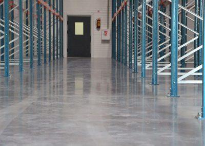 Pramoninių betoninių grindų paviršiaus sutvirtinimas skystu kietikliu