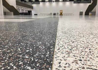 Kietėjančio betono priežiūra su SINAK S-102™, paviršiaus sutankinimas su SINAK Densifier™