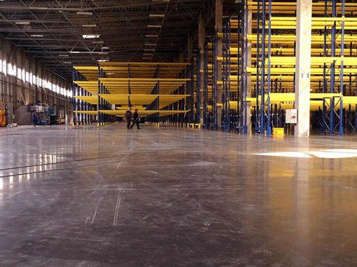 Logistikos sandėlio betoninių grindų priežiūra betonavimo metu bei apsauga nuo intensyvios eksplotacijos