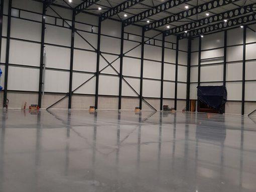 Didmeninės prekybos sandėlio grindų betonavimas ir teisinga kietėjančio betono priežiūra