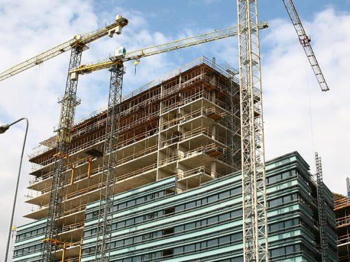 Daugiaaukščio pastato monolito apsauga nuo staigaus drėgmės netekimo, užtikrinant projektinį betono stiprį gniušdant ir tempiant
