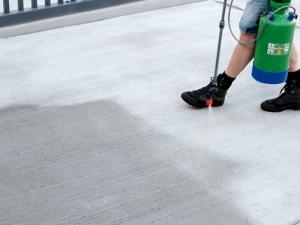 betono paviršiaus kietinimas naudojant skystus kietiklius
